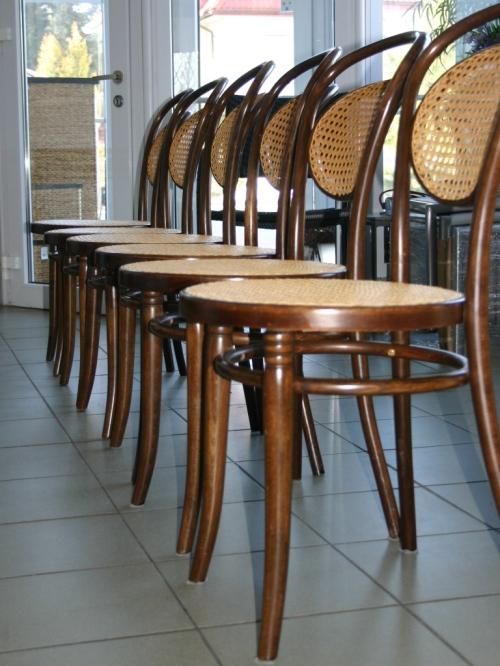 Krzesła gięte wyplatane rattanem (1)