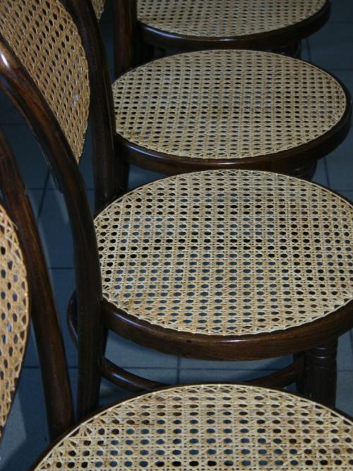 Krzesła gięte wyplatane rattanem (2)