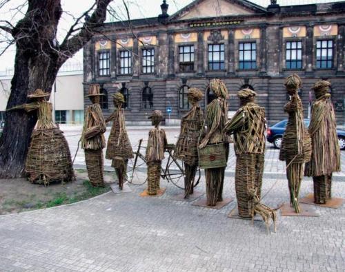 Samotne drzewo, samotni ludzie - projekt Agnieszka Gradzik i Wiktor Szostało