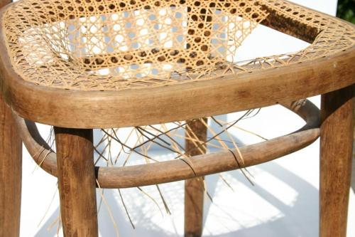 Stare krzesło do renowacji. Naprawa siedziska wyplatanego.